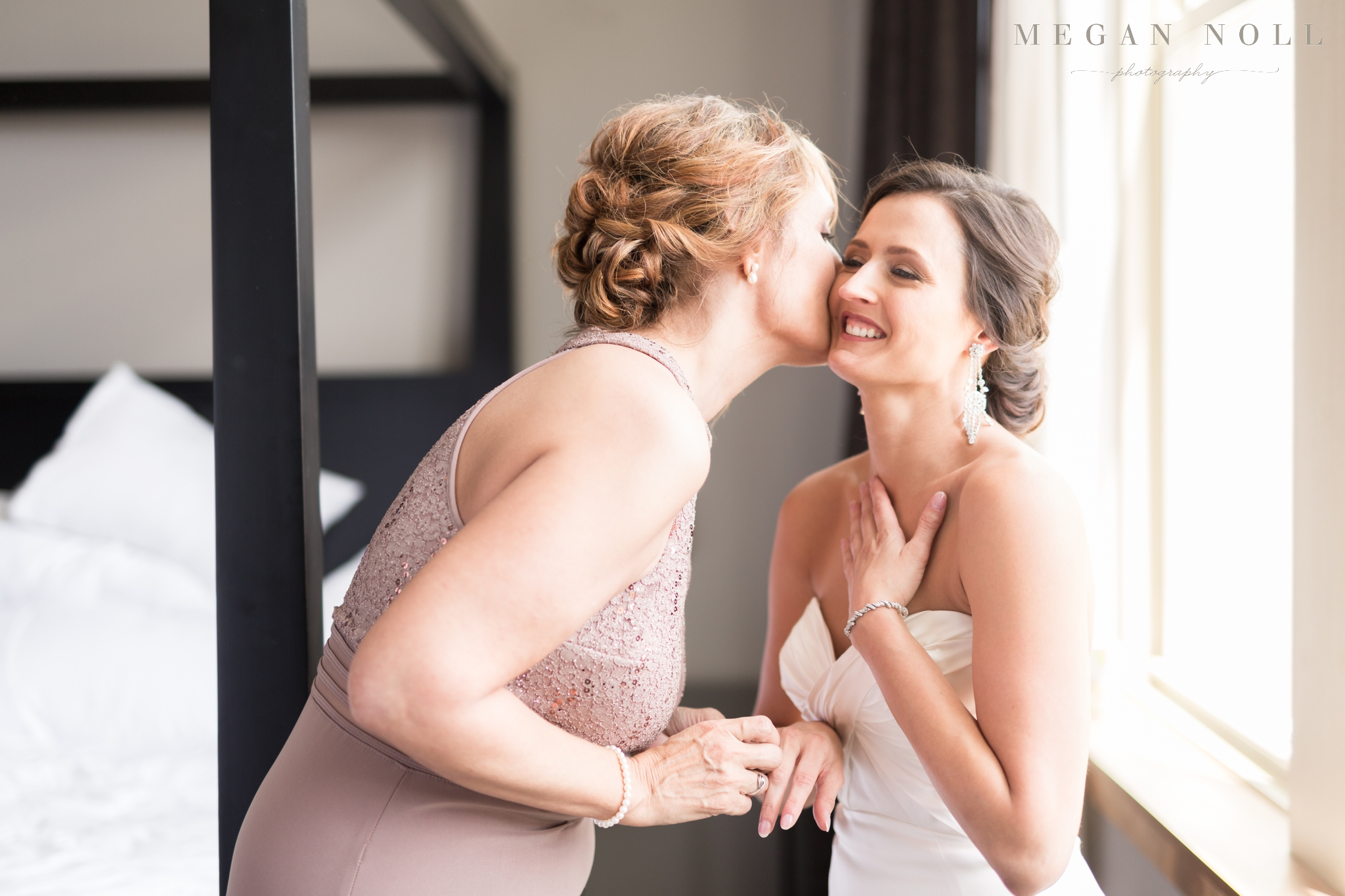 Bride and sister, Bride getting ready