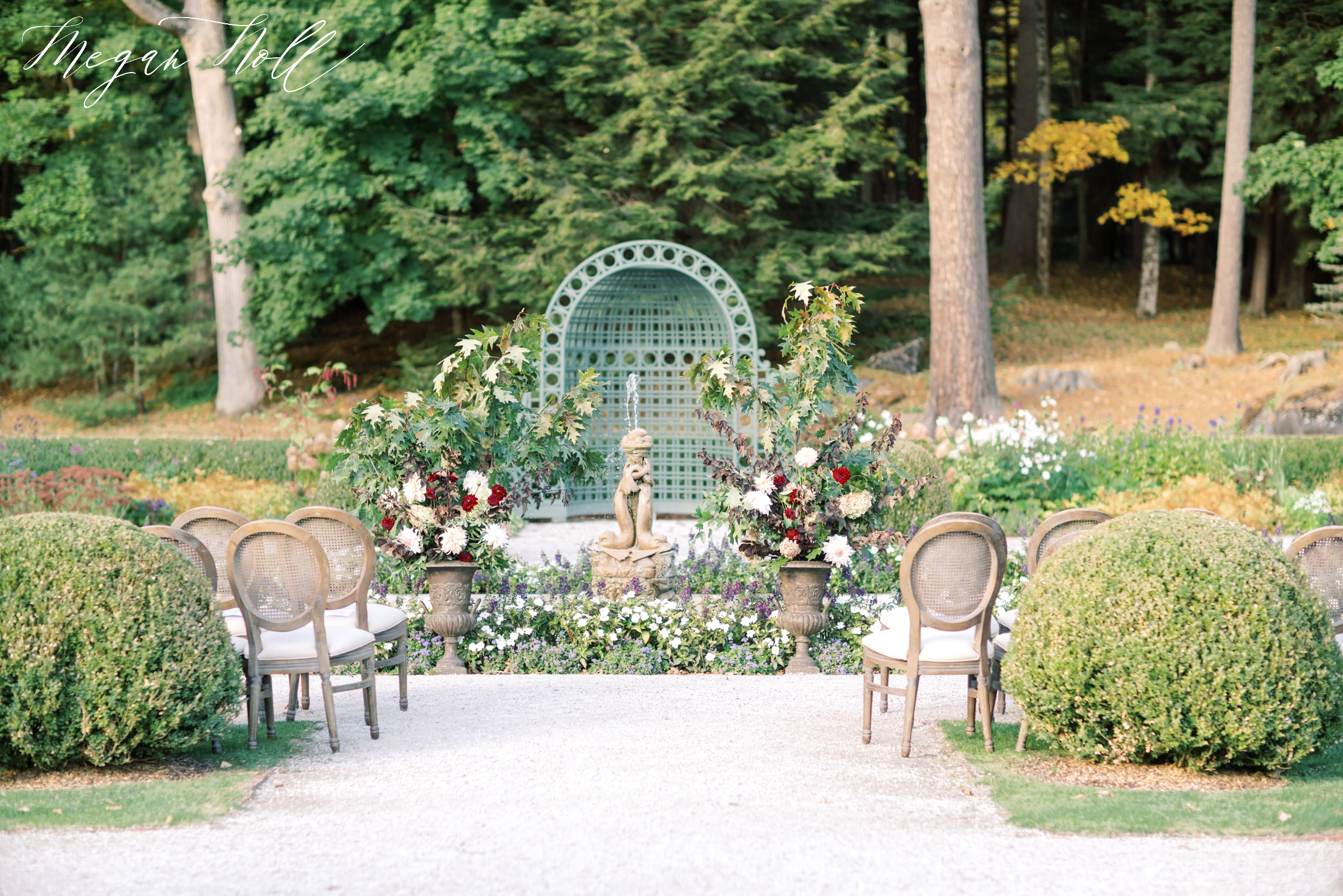 Outdoor wedding ceremony space near Albany